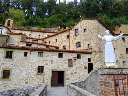 Fu Frate Elia, nel 1235, a costruire la prima porzione del santuario