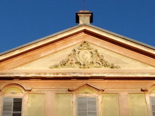 Nel timpano lo stemma Ceriana Mayneri (foto O.Galletti)