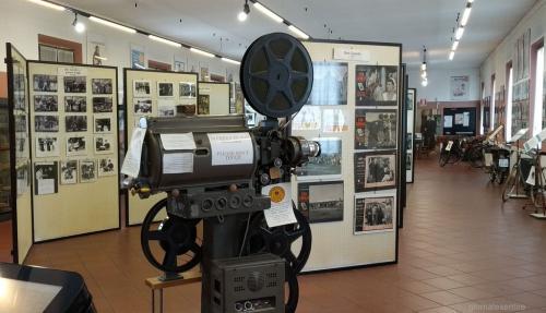 Tanto gli oggetti conservati al Museo di Peppone e don Camillo (foto cperer)