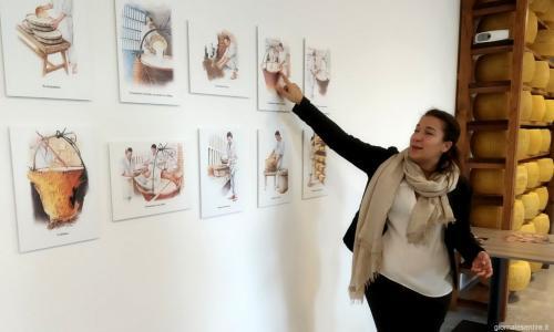 Letizia Rossi, terza generazione, racconta il prodotto e accompagna i turisti alla scoperta di un prodotto che è vanto del Made in Italy
