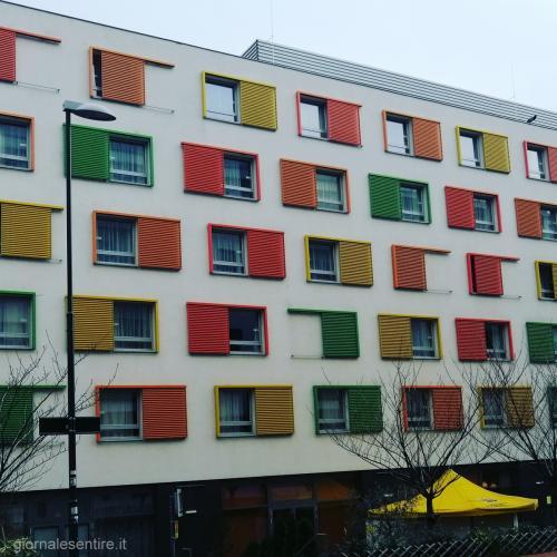 L'esterno dello Jufa Hotel:architettura creativa