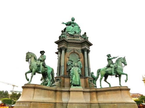 Il monumento a Maria Teresa
