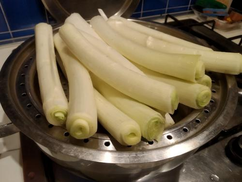 ll Porro lungo dolce di Carmagnola, è caratterizzato da una notevole tenerezza e da un sapore delicato che si accompagna ad una facile digeribilità