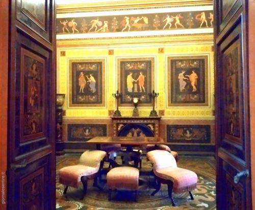 Una delle chicche del Palazzo la sala ispirata all'arte etrusca