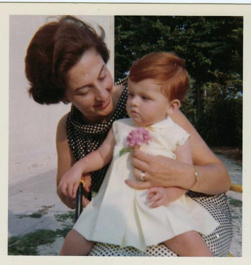 Con la mamma Maria Maddalena, sorella del regista