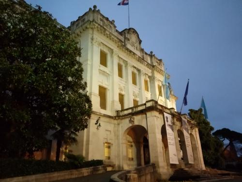 Il museo marittimo con il balcone da dove si affacciava D'Annunzio