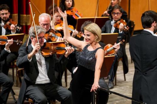 Sul palco, nel ruolo di solista, in tre splendide partiture la voce di Silvia Micu, brillante soprano di origini rumene