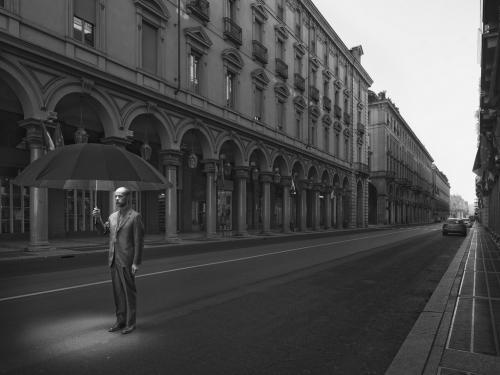 le fotografie della serie Comfortably Numb sono 'visioni' del mondo interiore del fotografo