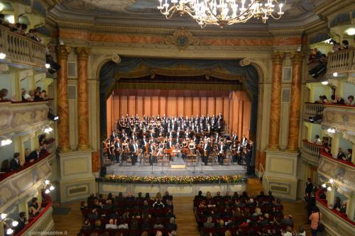 Teatro Zandonai splendido contenitore culturale (foto C.Perer)