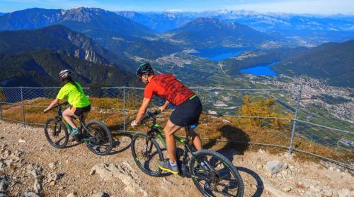 Meraviglioso panorama dal Lagorai verso i laghi di Levico e Caldonazzo
