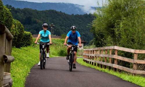 La Ciclabile della Valsugana ha ricevuto l'Italian Green Road Award, premio della stampa, come ciclabile più verde d'Italia al Cosmo Bike Show di Verona.