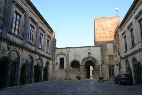 I magnifici cortili interni in tipica architettura salentina