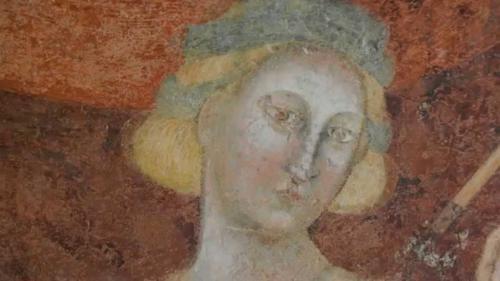 I pregevoli affreschi nella camera Di Amore