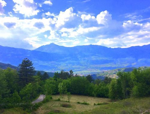 Il panorama su Rovereto e la Vallagarina che si vede dal terrazzo del Ristorante Bosco dei Pini Neri
