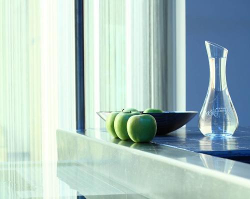 Eleganza, minimalismo e arredi essenziali in stile zen: ci si rilassa subito alla Blu di Moret