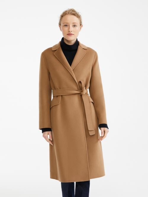 Da quando è stato lanciato sul mercato, il cappotto color cammello è sempre un 'must have' della stagione invernale