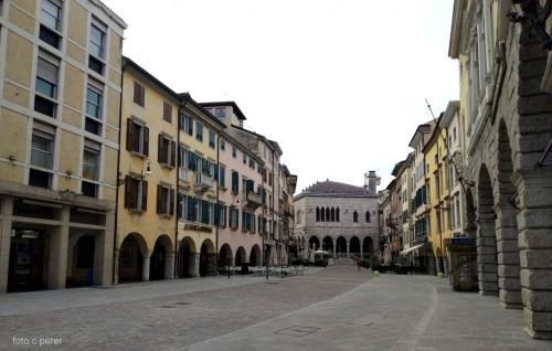 La nuova pavimentazione in via Mercato Vecchio