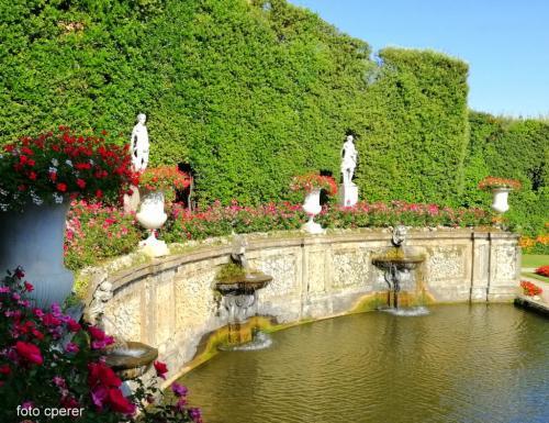 Magnifici scenari e giardini con cascate e laghetti: il Parco della Villa è di 16 ettari