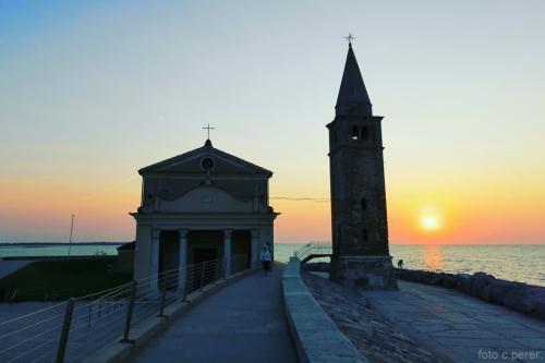 Il Santuario della Madonna dell'Angelo nella luce del mattino (foto C.Perer)