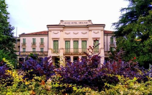 Il famoso Gran Hotel Orologio oggi è chiuso: un gioiello che attende riqualificazione