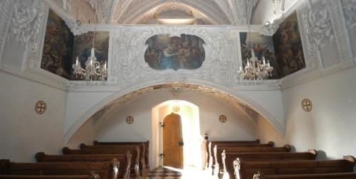 La cappella barocca del palazzo (Marienkapelle) si trova nella parte alta del Castello.