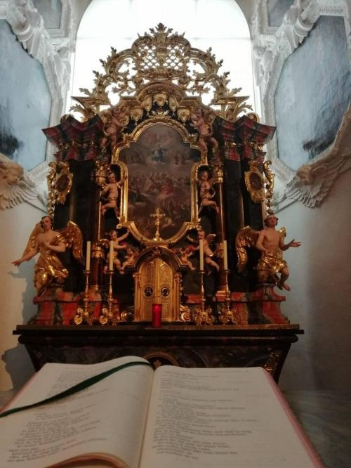 L'altare ligneo della cappella barocca