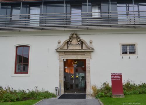 I lavori di restauro hanno trasformato, ma non stravolto il Castello che oggi è ancora una testimonianza della fede della Chiesa austriaca, ma anche un moderno hotel e centro congressi.