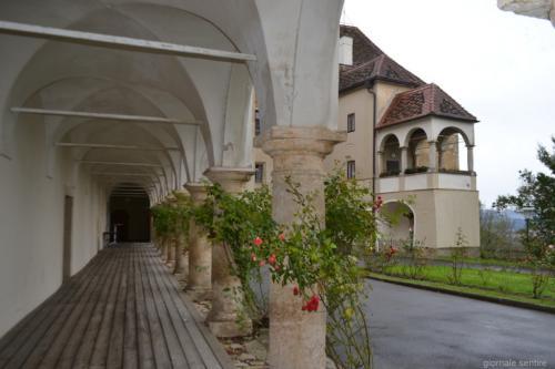 Il loggiato. Il castello è molto richiesto come location per matrimoni