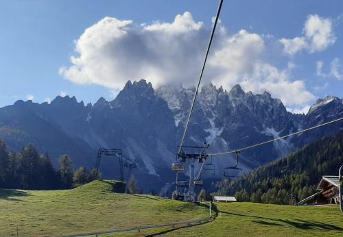 numerose le escursioni a ridosso delle Tre Cime Dolomiti. Si sale in funivia....