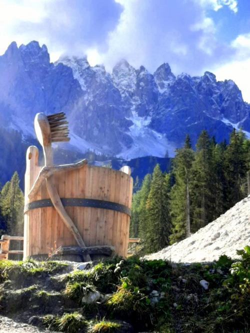 La passeggiata verso il Gigante del Monte Baranci regala sorprese e stupore