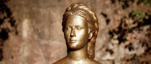Il busto di Sissi nei giardini di Merano