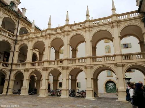 La sede del Landhaus, dove si riunisce il Parlamento - foto giornalesentire.it