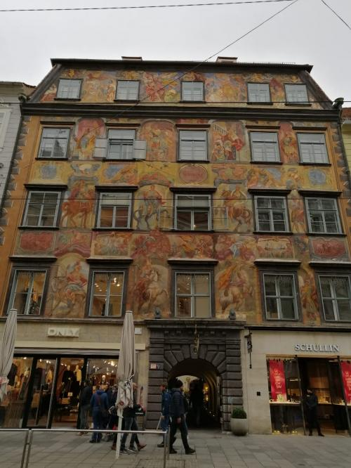 Ogni palazzo sembra un racconto a cielo aperto - www.giornalesentire.it