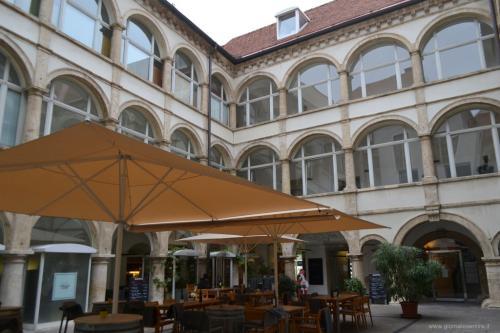 Graz va vista anche nei cortili interni ai palazzi - www.giornalesentire.it