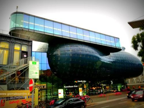 La Kunsthaus chiamata dai residenti 'alieno gentile' - foto giornalesentire.it