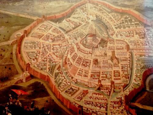 La città fortificata e murata: questa è Udine in una antica mappa