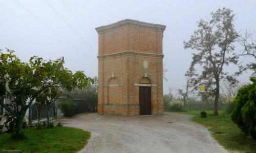 La torre all'inizio del percorso