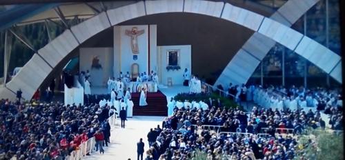 La celebrazione di Papa Francesco sul sagrato
