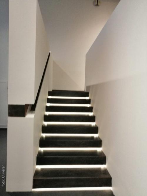 La scala verso l'ultima sala verso le contraddizioni della città (foto c.perer)