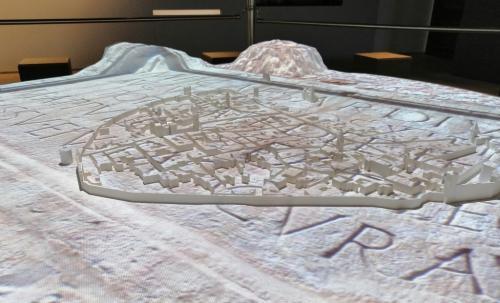 Il plastico interattivo della città di Trento con proiezioni su 2000 anni di storia, dalla Tridentum Romana alla Trento ottocentesca
