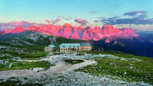 Dolomiti - Gruppo del Catinaccio Alpi Italia - copyright Shutterstock