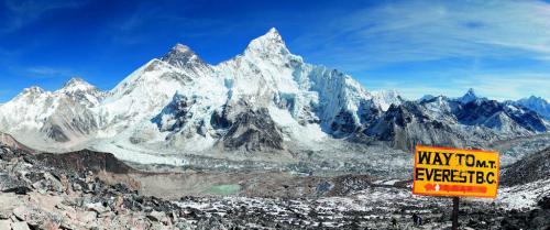 Monte Everest Himalaya Cina e Nepal - copyright Shutterstock