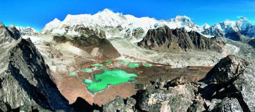 Monte Cho Oyu Himalaya Cina e Nepal 01 - copyright Shutterstock