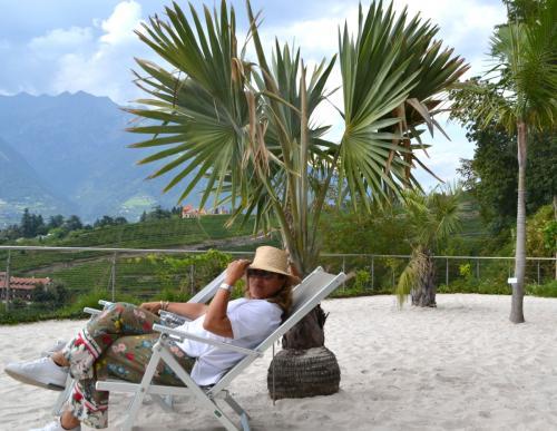 Gustarsi sole e palme nella spiaggia di sabbia: un piacere in più