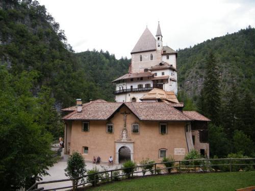 L'eremo punto di arrivo di un cammino che parte nel cuore del Tirolo