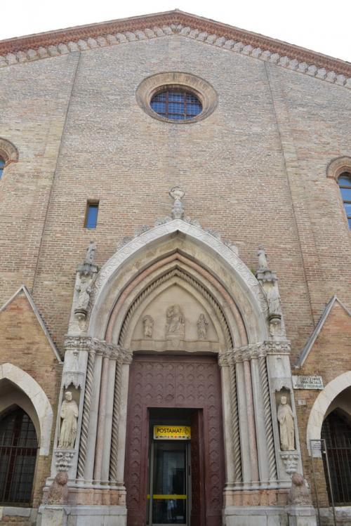 la stupenda chiesa romanica di via Branca....