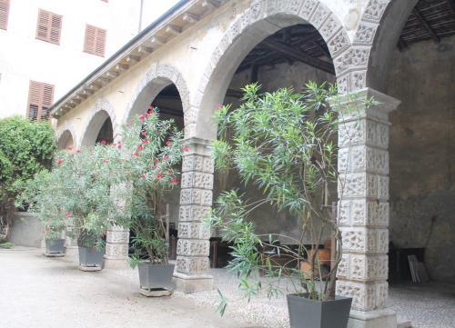 Le scuderie esterne di Palazzo Betta-Grillo a Rovereto