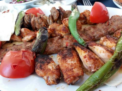 La Turchia nel piatto: peperoni, carne e pomodoro