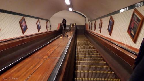 Sotto il fiume due livelli di scale mobile per scendere a -31m