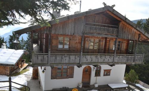 Monte San Vigilio, non solo seconde case: qui si vive